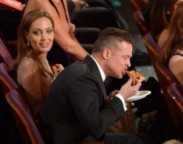 Nunca nadie se había visto tan bien comiendo pizza #Oscars2014 http://t.co/x7zuR8q0TM