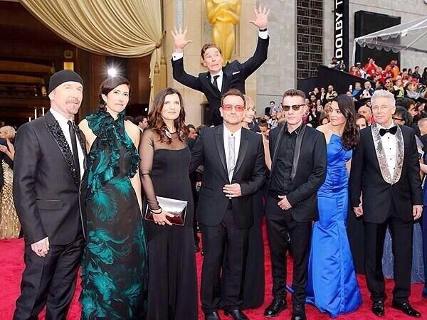 Benedict Cumberbatch photobombing U2 at the Oscars made our weekend amazing. http://t.co/5KsHWAUaht