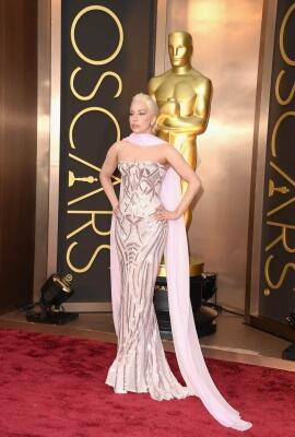 Lady Gaga di red carpet di Oscars http://t.co/7jz4F1dBY1