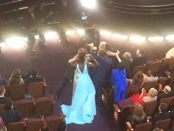 saddest picture you'll see today-- Liza Minelli, wearing dark blue, trying to get into Ellen's selfie :( http://t.co/0hCkuQHlld