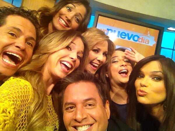 A ver si rompemos nuestro record de RT! #selfie @TheEllenShow @unnuevodia @DANIELSARCOSC...  http://t.co/EHMTcbuAr6 http://t.co/uf0xp1QtfV