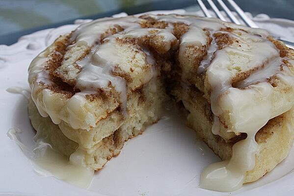 Cinnamon roll pancake *drools* http://t.co/L7DxUwdqif