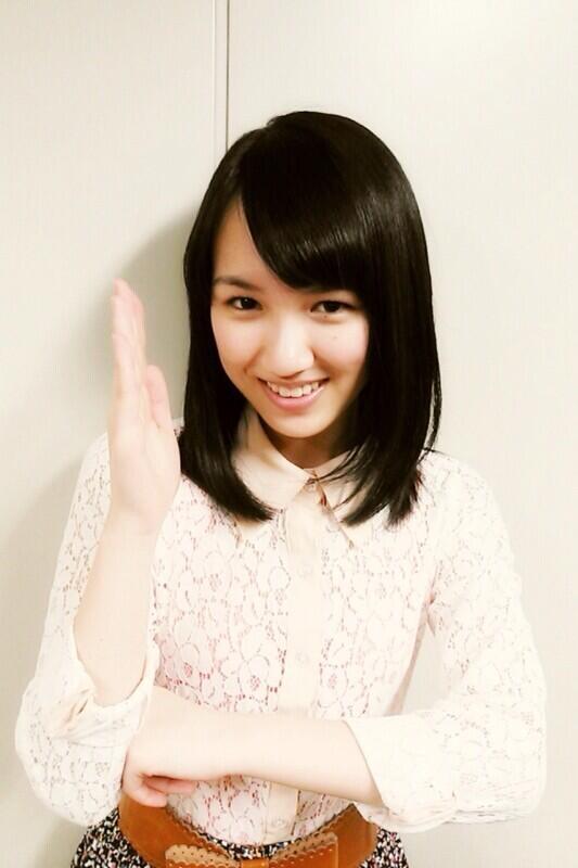 お茶目なポーズをきめる、宮武美桜。