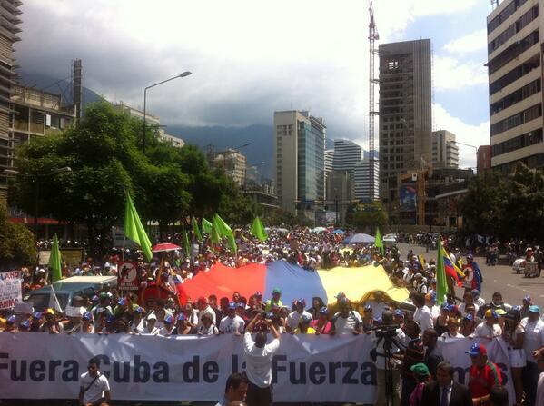 RT @VoluntadPopular: #pueblo en la calle, pacíficamente pero firme, exigiendo el fin de la injerencia cubana en la FANB #VenezuelaSoberana http://t.co/EvuiBvk2p2