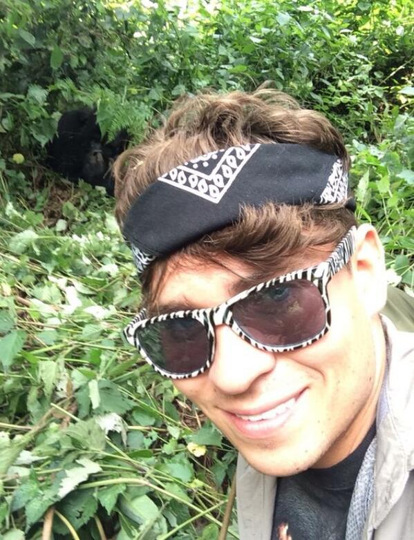 Selfie with Elephant ! ... now zoom in on the black hole its an amazing selfie with a GORILLA @itv2 #EducatingJoey http://t.co/AHW1u6FIei