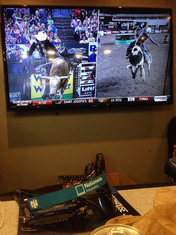 """Stay dry Ricky! RT @StenhouseJr: Bam watchin some @PBR during the rain delay http://t.co/1NSYMWXg9S"""""""