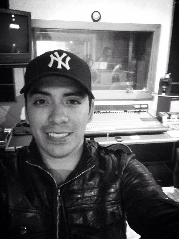 Arturo Vargas Rios (@LosPrimosArturo): Llegando a otro estudio para seguir con otras rolas para el disco bien desvelado todo sea por un buen disco http://t.co/3KufRI0HAY
