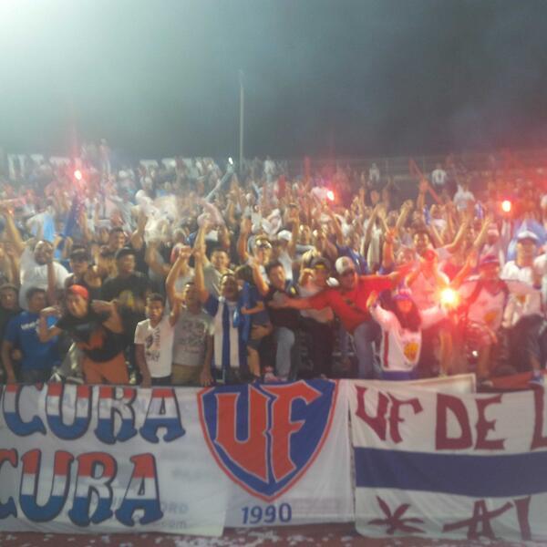 La gente d Olimpia aapoyando sin parar. VIVA el FUTBOL http://t.co/NbUFFyqecK