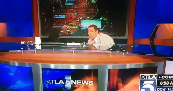 great #quakeface MT @michaellinder: News anchors @KTLA dive beneath their desk as 4.4 #earthquake strikes 6:25am. http://t.co/WzyT8AzmMk