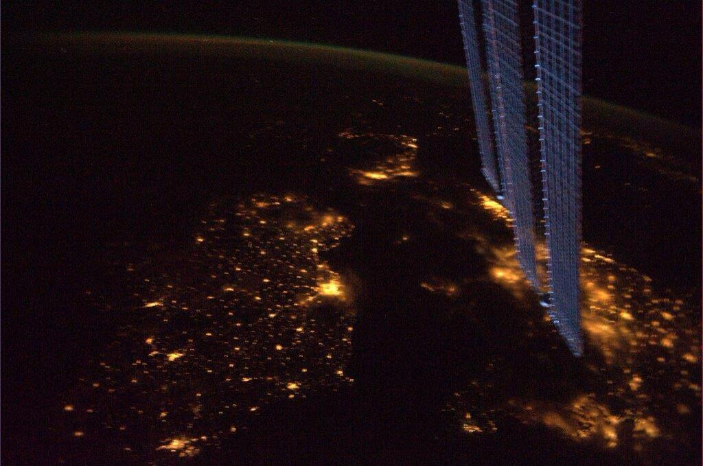 Hello, Ireland...from space!  Happy St. Patrick's Day!  Lá fhéile Pádraig sona dhaoibh! http://t.co/T9o8j0u0Zo