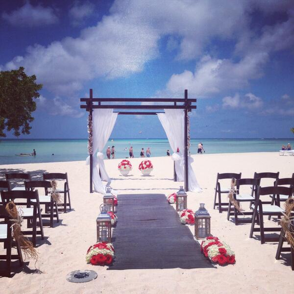 The @RitzCarlton #Aruba hosted us this past weekend and showed off one of their many gorgeous ceremony options! http://t.co/ax3eKyM2Jh