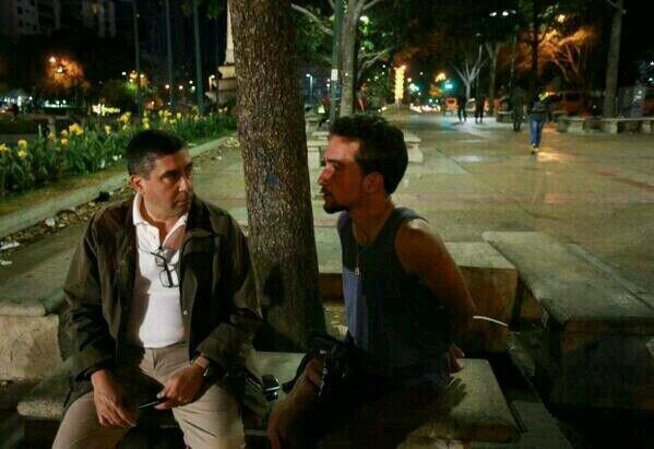 ¿Así es que quiere el gobierno que dialoguemos, ESPOSADOS? Ministro Rodriguez Torres con protestante de #Altamira http://t.co/wSPAZLlo85