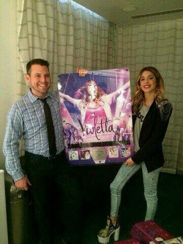 RT @tini_fanfranci: @TiniStoessel felicitades 2 millions de CD! I-N-C-R-I-B-L-E !! http://t.co/bKxA3LPwqt