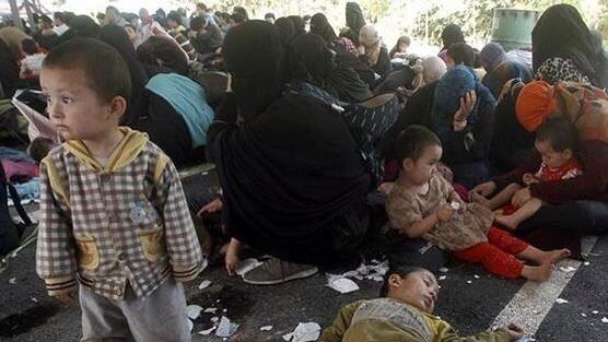 タイ南部のキャンプで保護されているウイグル難民の女性や子供。アメリカ政府はタイ国政府にこれら難民の基本的人権を守るよう申し入れた。日本政府もウイグル難民に何らかの形で支援の手を差し伸べるではないでしょうか?! http://t.co/RMjRDkzYQY