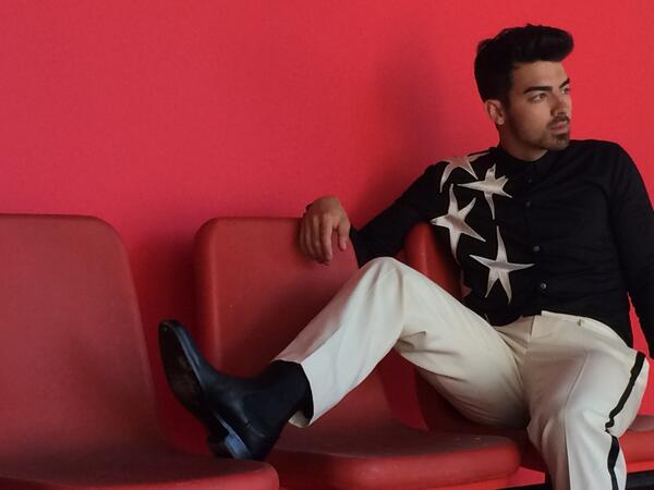 Sneak peek: @joejonas shot by @EastonSchirra + styled by @AvoYermagyan for the April cover of @scenemag #menswear http://t.co/es5njRGfSQ
