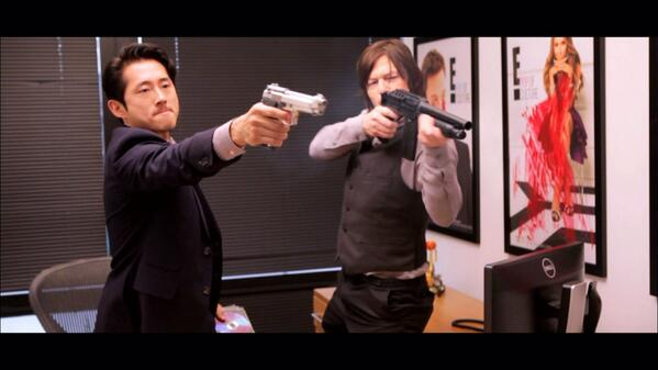SNEAK PEEK FOR NEXT WEEK. #soupofthewalkingdead with @steveyeun and @wwwbigbaldhead http://t.co/UQTpZEP8XM