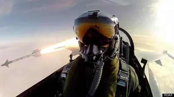Fighter pilot takes epic selfie right after launching a missile (http://t.co/hWbI69wTXK) http://t.co/tjwbbSpSX8