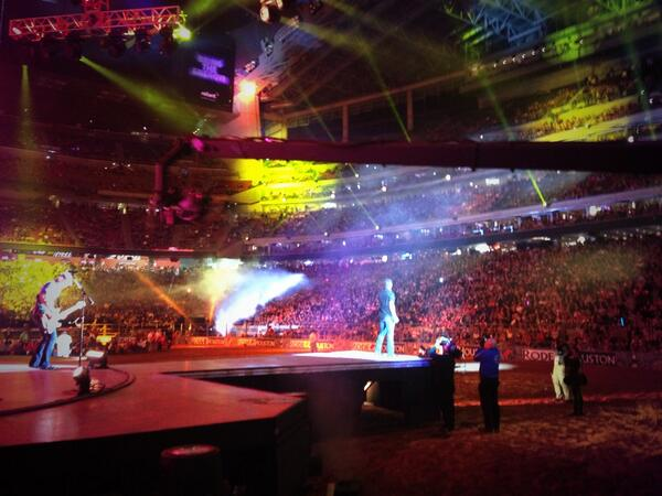 Amazing night @RODEOHOUSTON !! http://t.co/ao4ZPpXw9e