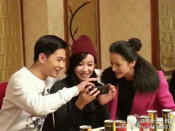 [Pic] 14306 today, #CTR actors enjoy posed the pictures with each other. ©苏州天天天蓝 via lioncat1 http://t.co/0stQV413L4