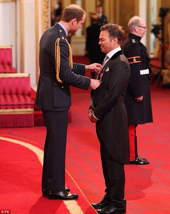 Amazing day at the Palace for MBE, thanks so much for the amazing messages of congratulations, deeply appreciated X http://t.co/vTWlDqZNUo