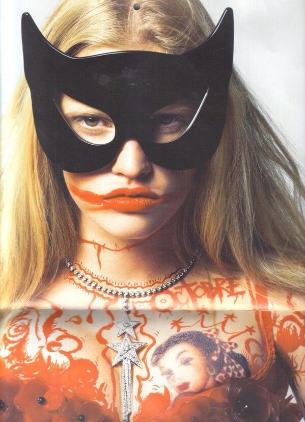 #tbt @LaraStone featured in @VogueParis 08 / Luella Bat Mask sunglasses in collaboration with #LindaFarrow Gallery http://t.co/shhLK1m2qP