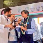 Receiving a charkha from NSUI after addressing #Udaan! Great to see enthusiasm of young for UPA's development story