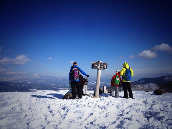 """高橋亜矢 (@yamokorori): 昨日のロケは、野々村真さんの""""山パパ""""入門。入笠山でのんびりスノーハイクのはずが…強烈な冬型で極寒の雪山修行に。寒いよーと連発するヘタレ?パパを尻目に、小学校5年生の息子さん、雪山を楽しんでくれました。 http://t.co/D2lndmmjCM"""