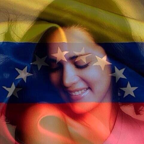 "Fuerza! RT@nakamartinez: #VzlaNoSeRinde a dos meses del asesinato de Mónica Spear...... http://t.co/nQaZZJTmtz"""