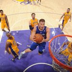 This picture perfectly shows the Clippers THROTTLING of Lakers. Blake Griffin dunks while 5 opponents watch. http://t.co/JHNXrqSuqV