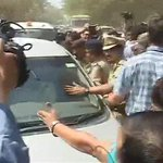 Arvind Kejriwal stopped by cops in Gandhinagar while he was en route to Narendra Modi's residence