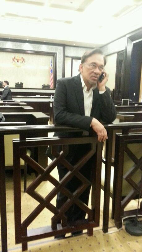 After court adjourned @anwaribrahim speaks on the phone. http://t.co/Qb0VfowDmB