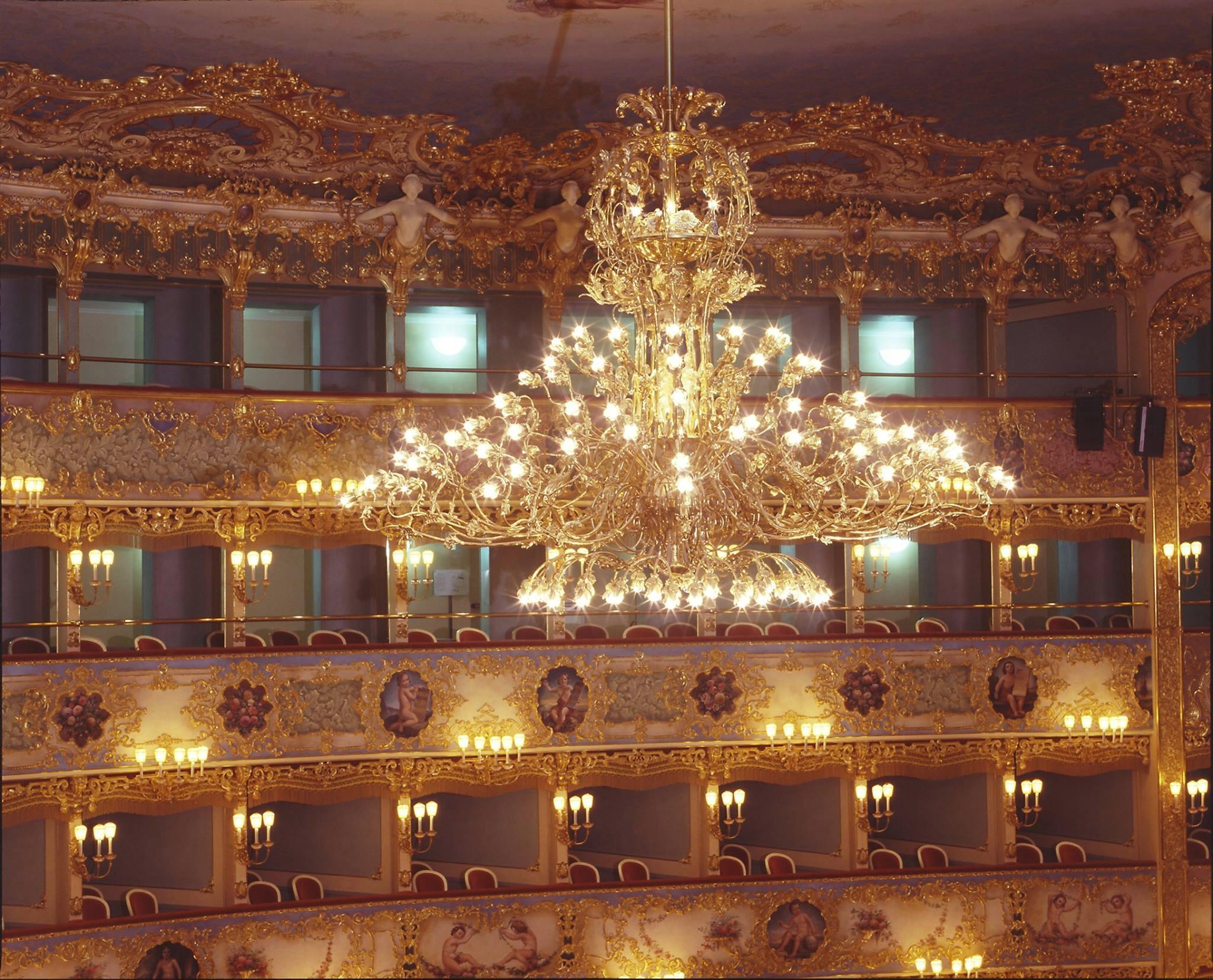RT @teatrolafenice: La Fenice big chandelier on the Sky http://t.co/ZdSpzaas99