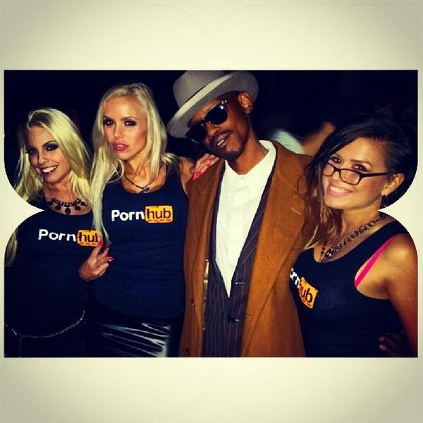.@britney_amber @NinaElleXXX @kurupt_gotti and @lifeofeva rocking their #PornhubSwag http://t.co/0yf44qeZ2z