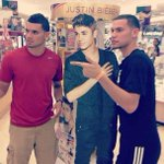 RT @JessePisto30: JUSTIN BIEBER IS AT THE MALL. Me and @quinopistokache just took a pic with him. Awesome guy! #beliebers http://t.co/ZwmiQDCA8q