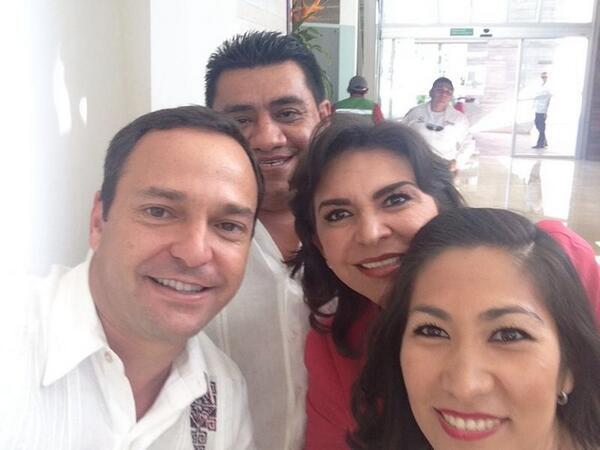 Presidente @PaulCarrillo2, muchas gracias por el recibimiento. En #Cancún me siento como en casa. http://t.co/rRSwhzKJAf
