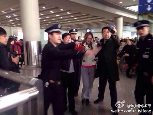 On Weibo, pic of passengers' relatives at Beijing airport #aircraft http://t.co/RmOqQhnw8o