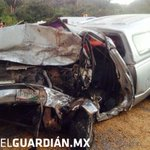 Aparatoso accidente en Manzanillo http://t.co/9klrbNcwaj http://t.co/wRgilNQ9Lc