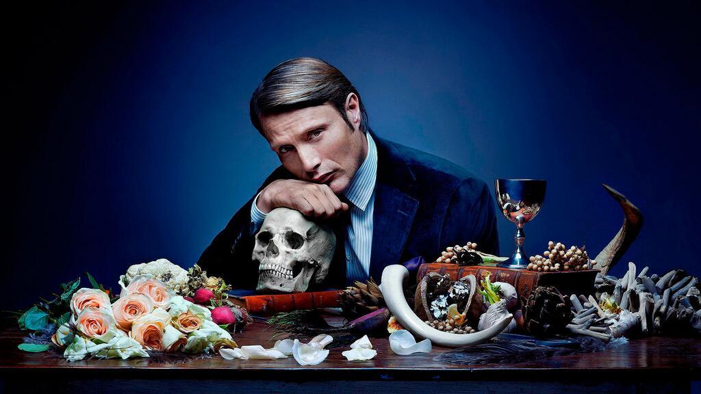 Цветы, бокал вина и...череп. Разве можно поздравить с 8 марта более изысканно? http://t.co/xO7e3PVyQH