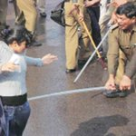 RT @tterIndia: Was this #ShameLess Delhi Police officer get suspended by Idiot Neeraj Kumar (ex-Commissioner or not ? :(Womens Day) http://t.co/woLEiti52S
