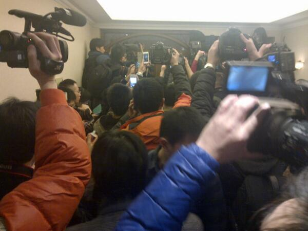 Reporters listen in silence to wailing families of #Malaysia Airlines in Beijing hotel. http://t.co/kKiLlX7QkE