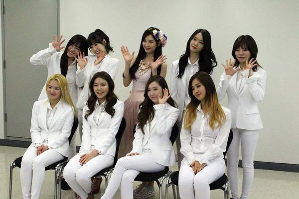 [쇼! 음악중심] #EXO #동방신기 에 이어 #소녀시대 까지 '쇼! 음악중심 400회'를 맞이해서 중국 인민일보와 인터뷰를 했습니다*_*  새롭게 컴백한 소녀시대의 무대,  '쇼! 음악중심'에서 쭉 함께해요♥ http://t.co/Fk2tjGMnVT