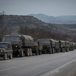RT @nycjim: Military convoy along route from Kerch to Simferopol in #Crimea. https://t.co/9uoNDocbX0 via @SergeyPonomarev