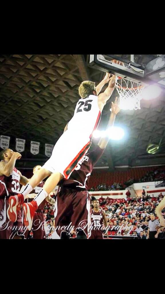 State missed out on this one. Did not look at him seriously and here he is as a freshman dunking on us. @KPG_dawgs25 http://t.co/SzsVcFD4Om