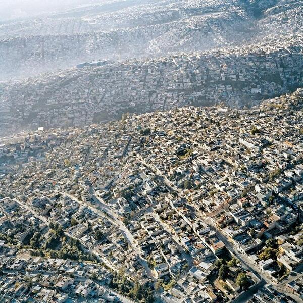 Aerial view of Mexico City, one of the 10 biggest cities on Earth. Visual complexity of intertwined lives (Pablo Luz) http://t.co/88nCKCuZdw