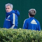 RT @1DAlert: Niall with Jose Mourinho at the Chelsea training ground in London (7.3.14) #10 http://t.co/2BDOYjpX3y