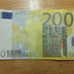 Gardai in Galway City are investigating the circulation of forged €200 notes. Asking business owners to be vigilant. http://t.co/XLWvbl9V4g