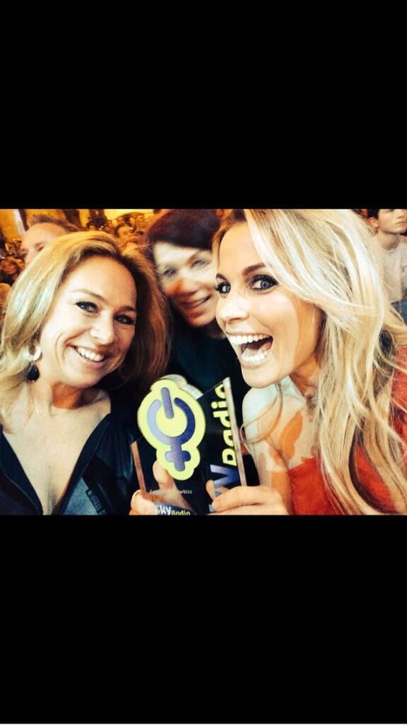Tadaaaa!!!! Gewonnen!  @skyradio101fm Powervrouw award!! #blij!!!!! DANK voor jullie stemmen!! :))) http://t.co/w4HIgt4WEq