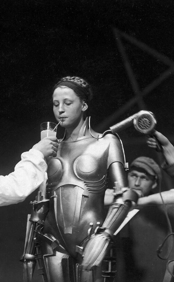Incredible, nearly 90yr old photo! Brigitte Helm takes a break on the set of Metropolis, 1926 http://t.co/5u6XhBrXN2