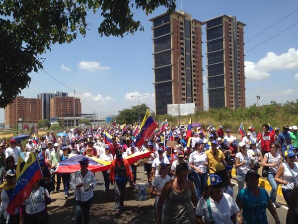 Sendas marchas en #Guayana en el día de la mujer.  Más comida menos balas #OllasVacías sonaron http://t.co/nRgxLbZoDw