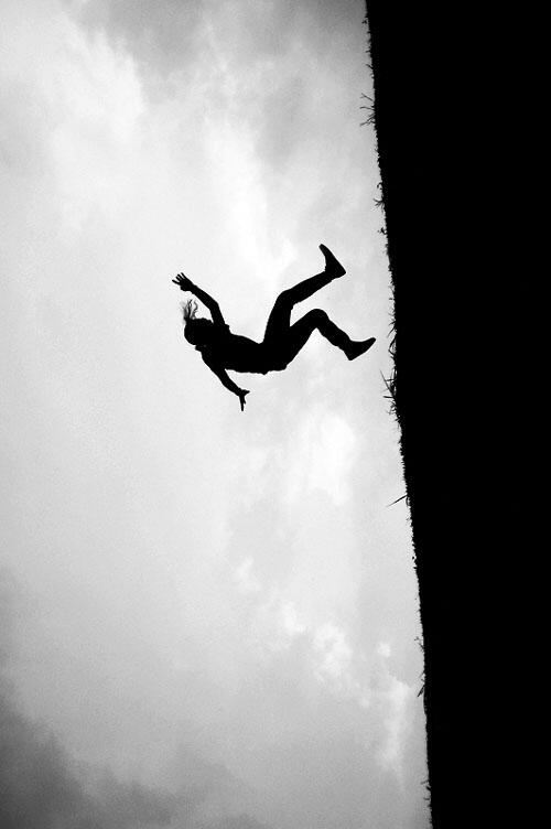 Ever had a dream where you're falling? This indicates that you have lost control of your life or have been abandoned. http://t.co/Jc6gLgeNGN